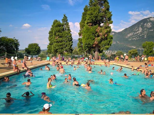 El supuesto reto viral de cagar en piscinas públicas se está extendiendo por toda España