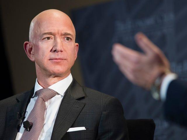 Jeff Bezos、未発表のヌード写真をBlackmailとして使用していることの国民的買収者を非難