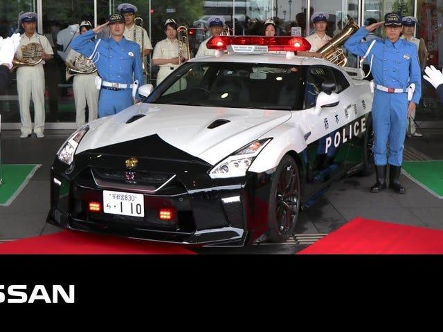 Ensimmäinen Nissan GT-R-poliisiauto Japanissa debytoi.