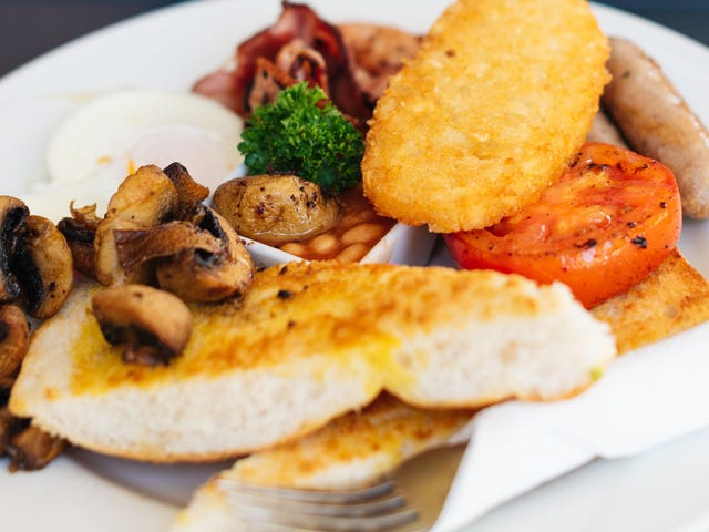 Make a Very British Breakfast With Tomatoes and Mushrooms