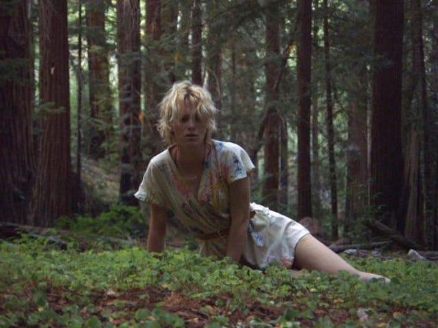매켄지 데이비스 (Mackenzie Davis)는 여성이 스크린에서 또는 화면 밖에서 놀고 싶은 역할을 맡았습니다.