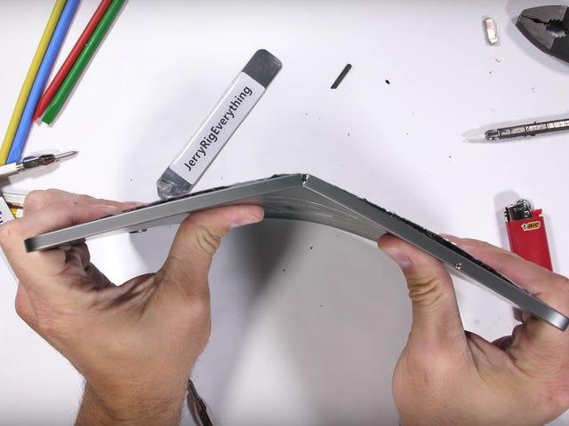 Có lẽ đừng cố uốn cong iPad Pro của bạn như một cái kẹp giấy