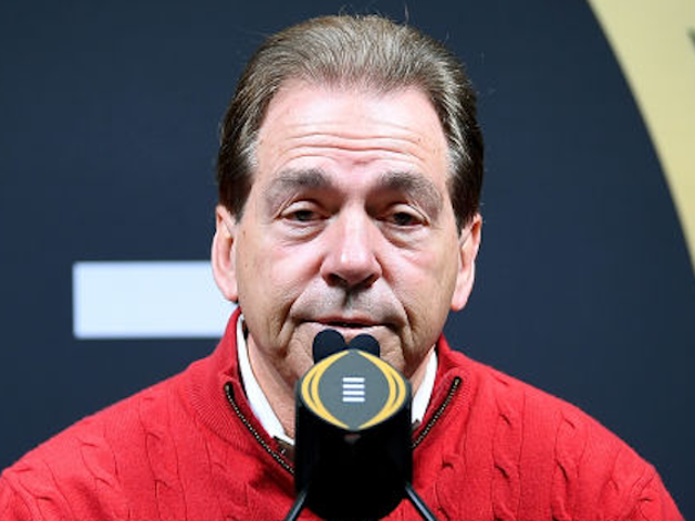 L'entraîneur qui a déjà perdu son emploi au cours de la saison s'inquiète des transferts de joueurs de football universitaire