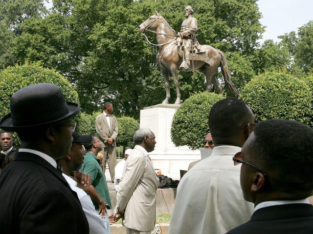 Wetgevers in Tennessee straffen de stad Memphis voor het verwijderen van zuidelijke standbeelden