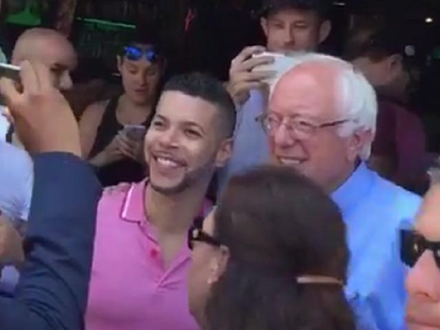 Κυριακή νύχτα Κοινωνική: Φιλοξενείται από τον Bernie Sanders και Rickie Από My So-Called Life Drag Brunching