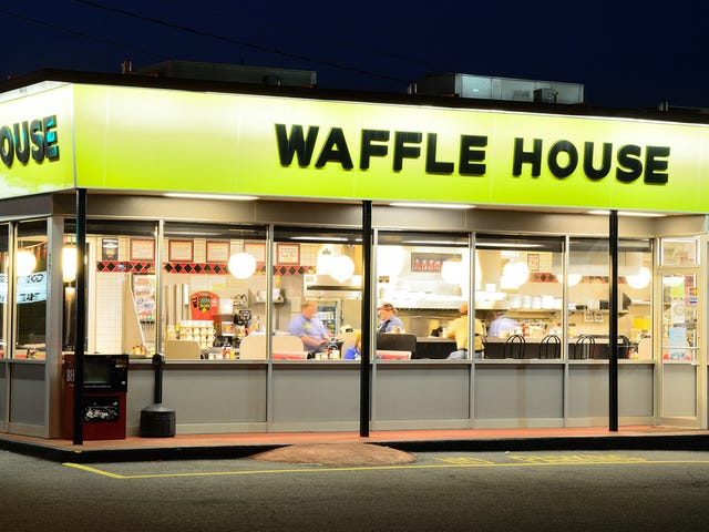 Everyday heroes step up to help lone Waffle House employee