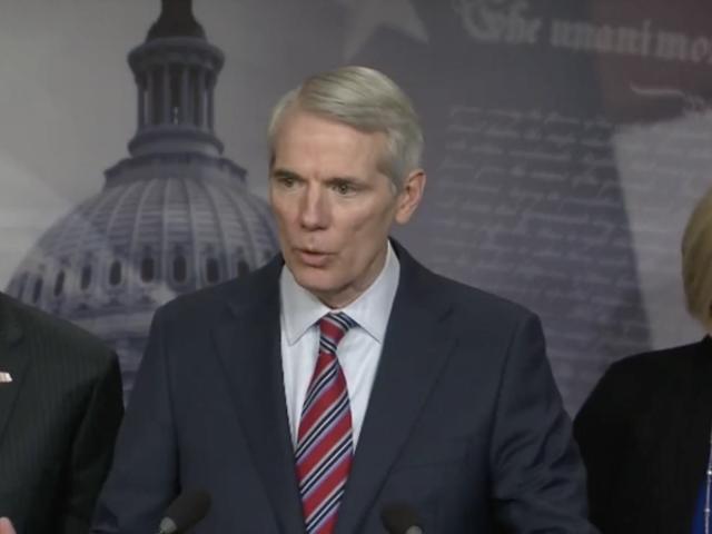 Le Sénat a adopté un projet de loi contre la traite des personnes qui compromet les travailleuses du sexe et est maintenant sur le point de l'emporter