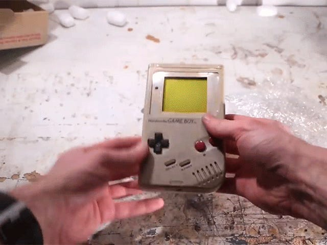 Relájate con este fantástico vídeo en el que restauran una Game Boy estropeada y sucia a su antigua gloria