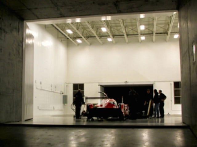 İşte Garajda Asılı Nissan GT-R LM Nismo Le Mans Araba