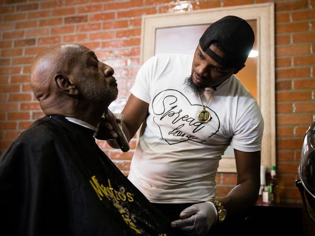 Philadelphia Barber muốn trả lời sau khi cảnh sát nói với anh ta ngừng cung cấp dịch vụ cắt tóc miễn phí cho người vô gia cư