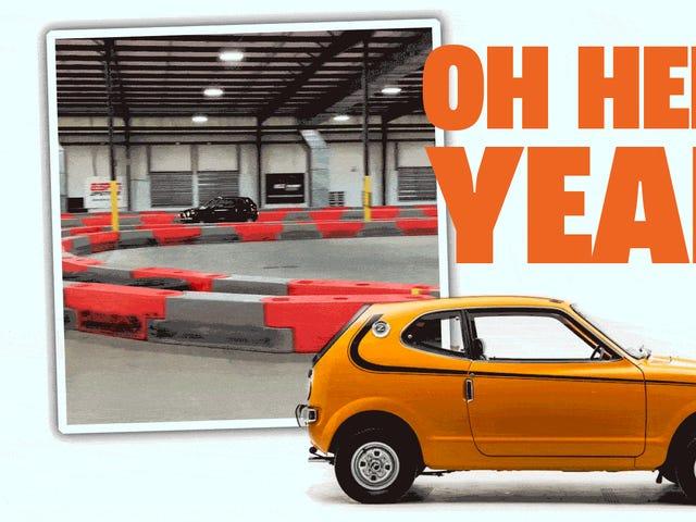 Παρακολουθώντας ένα Honda Z600 Tear Ass γύρω από ένα εσωτερικό Go-Kart Track είναι ακριβώς αυτό που χρειάζεστε τώρα