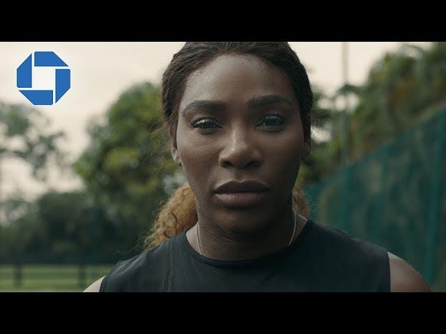 Mama Said Knock You Out: Serena Williams Kanalen LL Cool J in een nieuwe commercial voor Chase