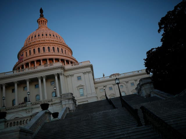 Kongres Bertemu Sabtu untuk Mencoba Mengakhiri Shutdown Pemerintah