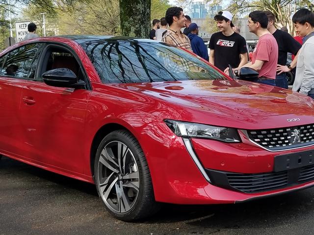 Peugeot nega che stia per acquistare Jaguar Land Rover