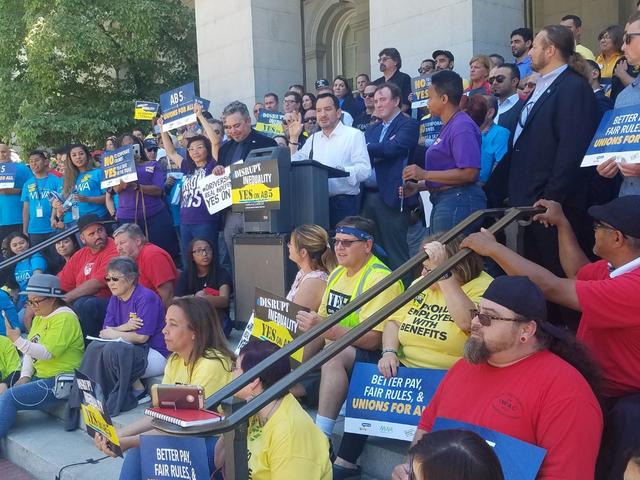 Arbetare rymmer ytterligare en seger som Kalifornien förbereder för att klassificera Uber- och Lyft-förare som anställda