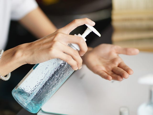 Η TSA επιτρέπει τώρα 12 ουγκιές. απολυμαντικού χεριών σε αποσκευές μεταφοράς