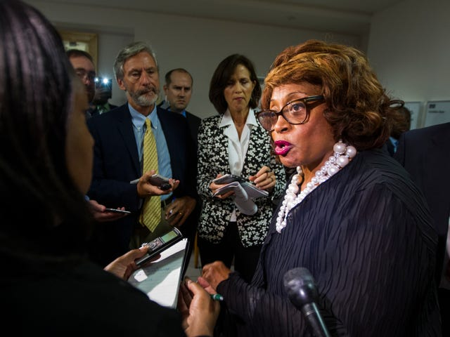 Congresswoman Convicted of Scamming Low-Income Students Pulled Up to Prison in a Limo Bus
