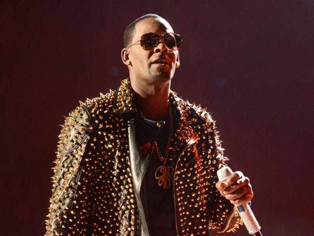 """R. Kelly's estranged daughter calls him a """"monster"""": """"I am well aware of who and what he is"""""""