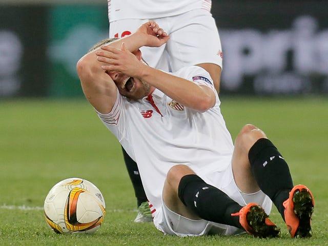 Sevilla takımından Michael Krohn-Dehli Super Gnarly Diz Yaralandı
