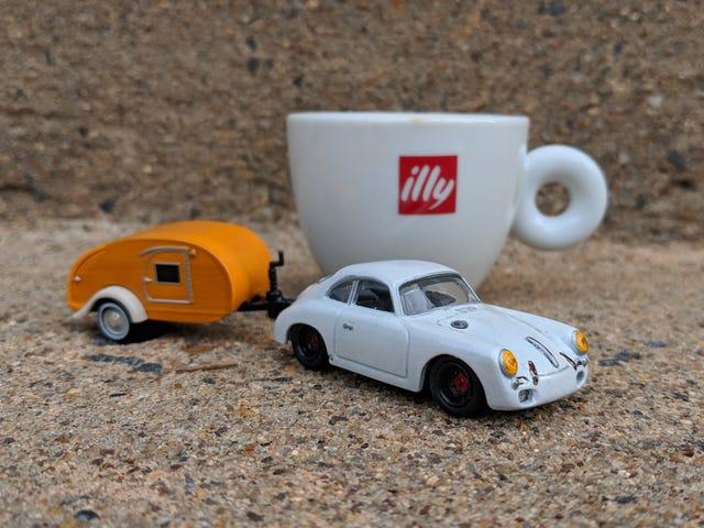 Ferien Friday: Little Porsche Towing a Little House