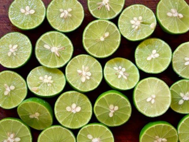 Twee-Ingredient Conserved Limes zijn makkelijk en voeg helder, citrusflavor toe aan alles