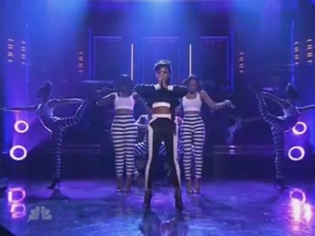 Η Janelle Monáe στρέφει το σώμα σε «Γιόγκα», οι λογοκριτές «Areola» στο Tonight Show