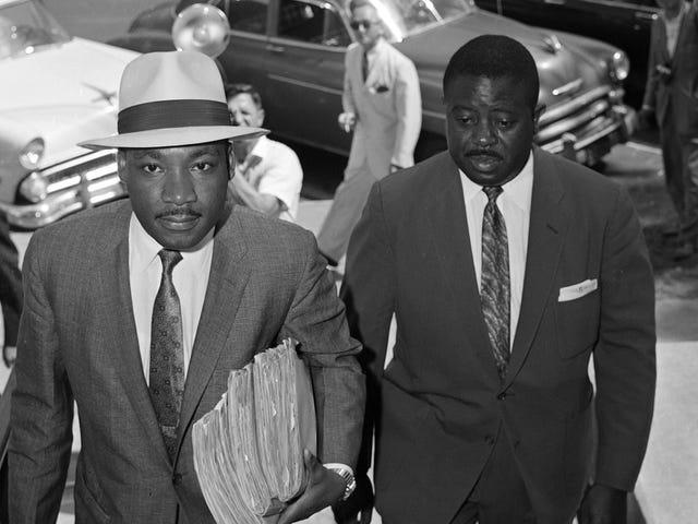Dành một chút thời gian cho Tiến sĩ Martin Luther King Jr., sau đó thưởng thức một số tác phẩm kinh điển của Jalopnik ngay hôm nay