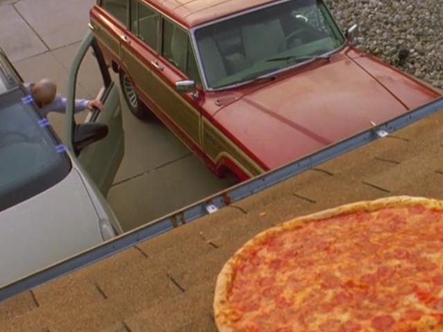 I proprietari della casa <i>Breaking Bad</i> hanno aperto una recinzione per impedire alle persone di lanciare pizze sul loro tetto <em></em>