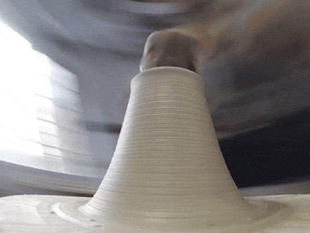 En unik utsikt över en Potter's Wheel Shaping Clay
