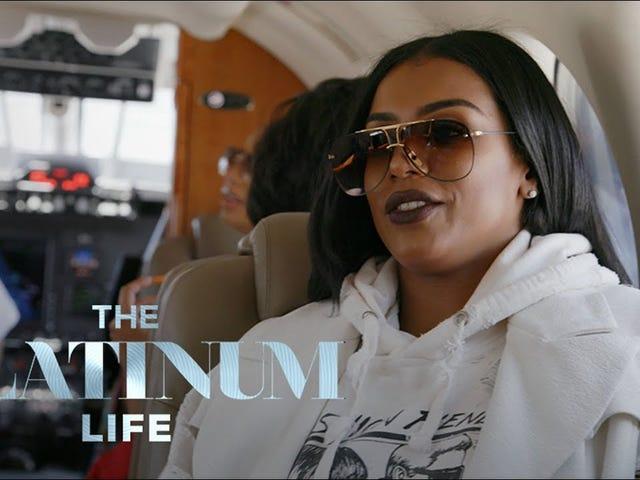 Un jet privato è il posto perfetto per il bestiame nella Premiere di Platinum Life
