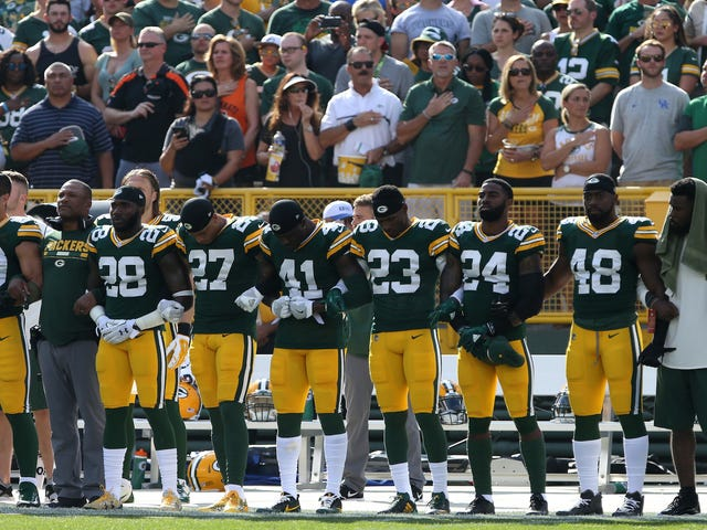 "Packers Ask Fans To Link Arms During Anthem, Shift Focus From Diversity To ""UNI-versity"""