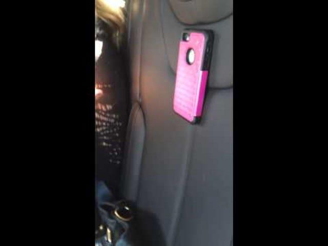 Відео: Безстрашний режим Тесли закріпить ваш телефон на місце з G's