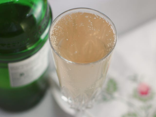 3-Ingredient Happy Hour: A Relaxed French 75