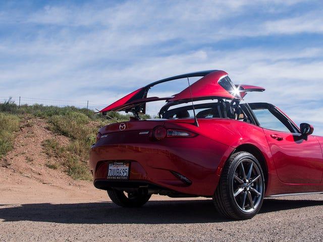 Il y a une grande différence entre conduire une Mazda Miata et une Miata RF