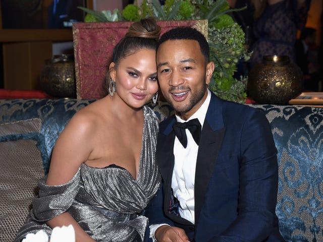 Trump kommer for John Legend og 'Filthy Mouthed Wife' Chrissy Teigen på Twitter;  Ender med et nyt kaldenavn, som vi alle kan blive enige om