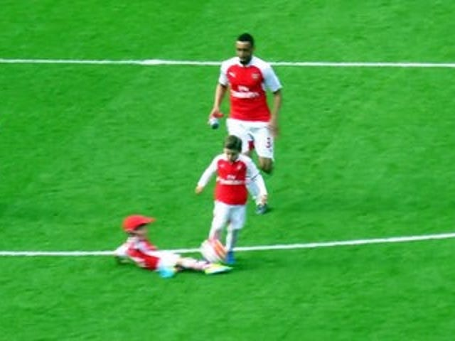Santi Cazorla's Sports Baby beviser, at han er den bedste Arsenal Sports Baby