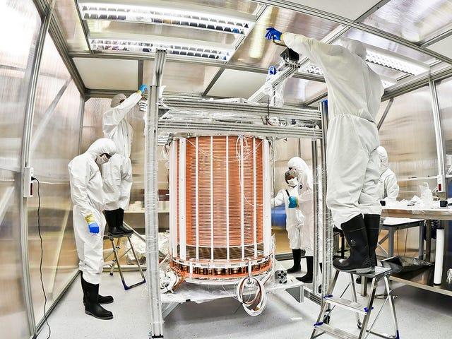 Pengesan Bahan Gelap Membuat Pemerhatian Neutrino yang luar biasa