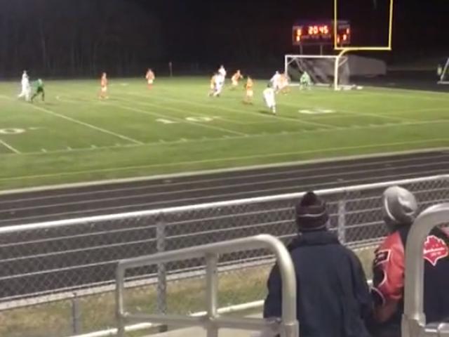 HS-jalkapalloilijan pisteet Crazy Front-Flipping Throw-In 30 Yards Outilta