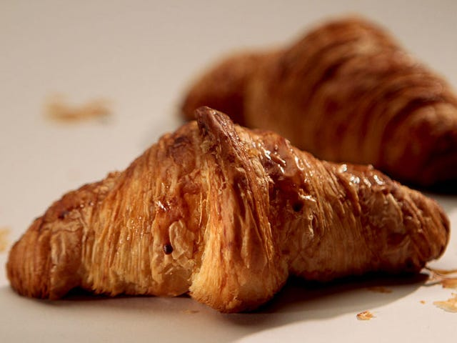 """<a href=https://thetakeout.com/last-call-one-perfect-croissant-the-science-of-cream-1820563093 data-id="""""""" onclick=""""window.ga('send', 'event', 'Permalink page click', 'Permalink page click - post header', 'standard');"""">Τελευταία κλήση: Ένα τέλειο κρουασάν, η επιστήμη της κρέμας στον καφέ, και οι """"Μυστηριώδεις τρόποι"""" της U2,</a>"""