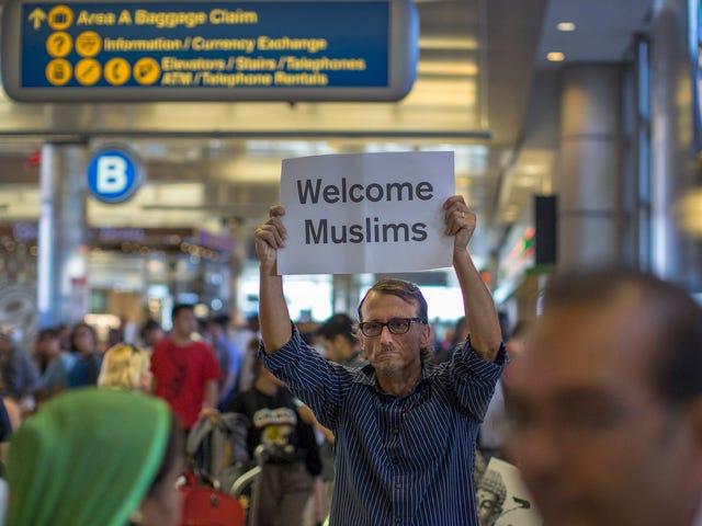 Corte Suprema Sides Con Trump Administration Over Refugee Ban (Per ora)