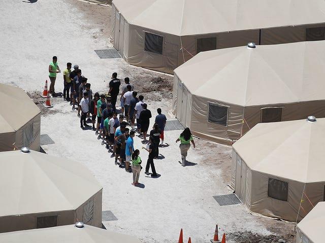 Trump-hallinto kääntää turvapaikanhakijat lapsiin heidän perheilleen