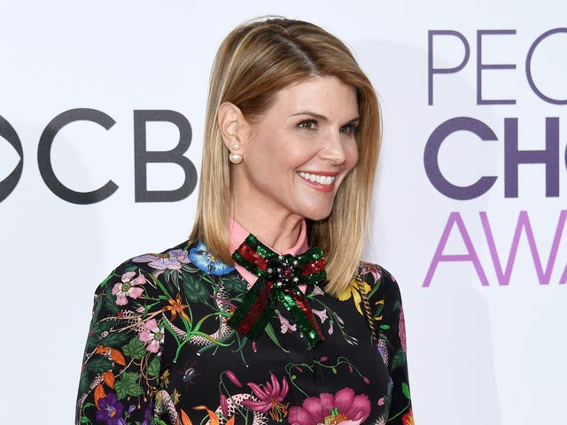 Aunt Becky Signed Some Autographs for Fans Before Her Court Date