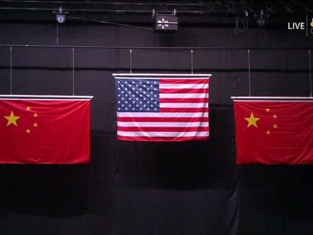 OL-tjenestemenn beklager for bruk av knock-off kinesiske flagg i medaljeemoni