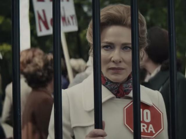 อ่อน Blanchett เป็นเจ้าของ libs เป็นนักเคลื่อนไหวต่อต้านการเรียกร้องสิทธิสตรี Phyllis Schlafly ในตัวอย่างนาง America FX