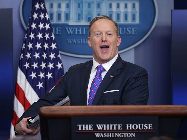 शॉन 'स्पाइसी फैक्ट्स' स्पाइसर मूनवॉक बैक ने दावा किया कि ओबामा ने ट्रम्प टॉवर को वायरटैप किया