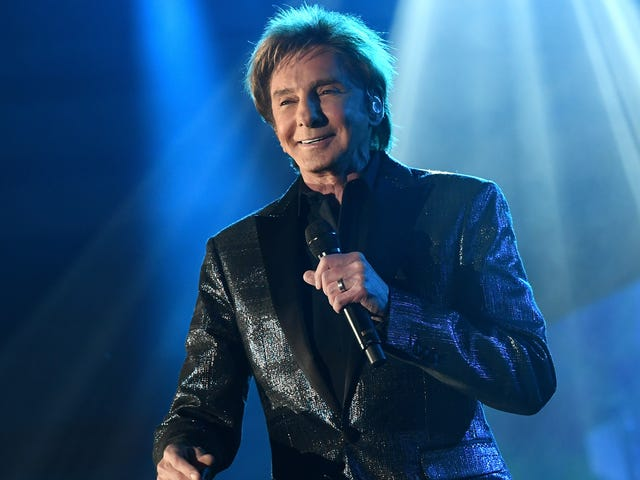Easy-listening legend Barry Manilow gives $100,000 to hurricane-ravaged high school band