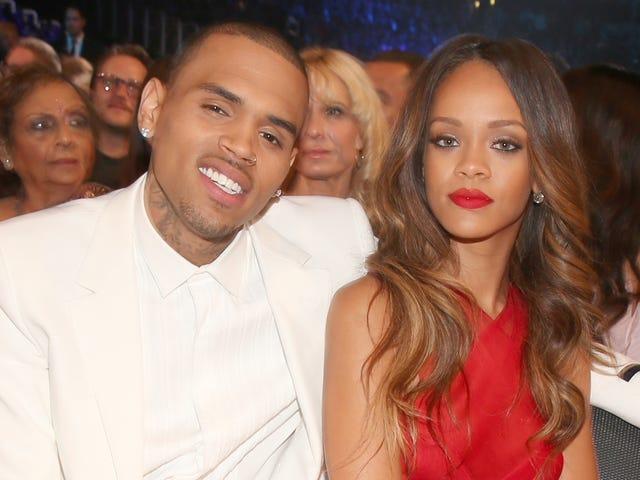 Chris Brown vẫn đang rình rập IG của Rihanna và đó là AF đáng sợ