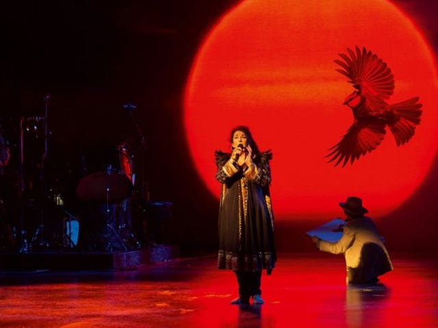 """<a href=https://music.avclub.com/kate-bush-recasts-her-post-85-catalog-for-the-epic-vi-1798189712 data-id="""""""" onclick=""""window.ga('send', 'event', 'Permalink page click', 'Permalink page click - post header', 'standard');"""">凯特·布什为史诗,生动<i>Before The Dawn</i>重现了她的'85后的目录</a>"""