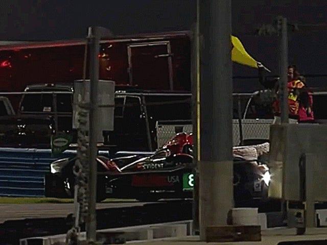 DeltaWing s'écrase sur une voiture arrêtée après une décision controversée de flagrage
