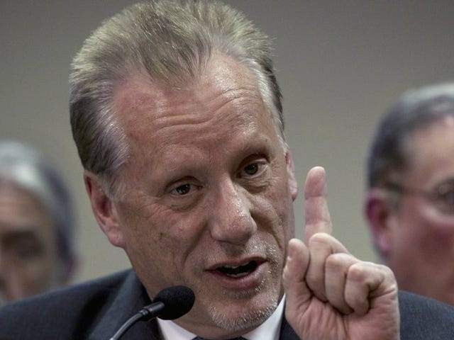 James Woods Is This Close to Discovering Who Called Him a 'Ridiculous Scum Clown-Boy' on Twitter